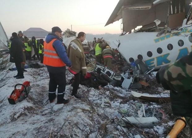 Máy bay chở 100 người rơi ở Kazakhstan ngay sau khi cất cánh - 1