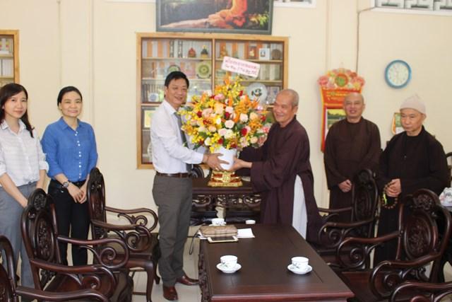 Mặt trận tỉnh Khánh Hòa thăm và chúc mừng Đại lễ Phật đản 2020