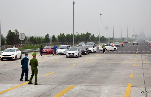 Lập chốt kiểm soát người và phương tiện vào tỉnh Quảng Ninh bằng đường bộ
