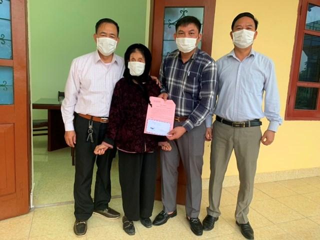 Mẹ liệt sĩ ủng hộ 2 triệu đồng chống dịch Covid-19