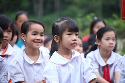 Tặng Bằng khen cho học sinh khuyết tật chân, tay viết chữ đẹp - 1
