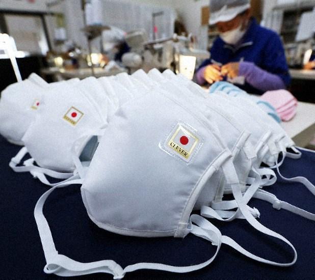 Nhật Bản: Hàng trăm nghìn khẩu trang cấp phát cho người dân bị lỗi