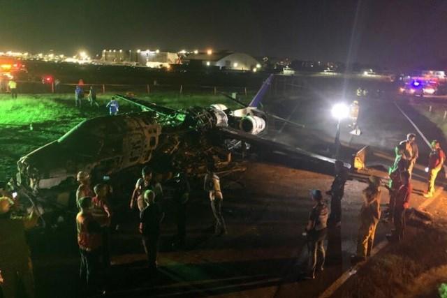 Máy bay y tế bốc cháy khi cất cánh ở Philippines, 8 người chết - 1