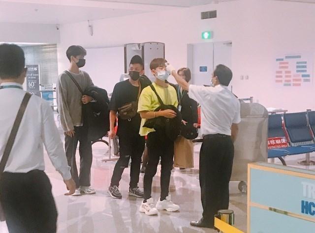 200 khách từ nước có dịch cúm bị từ chối nhập cảnh tại sân bay Tân Sơn Nhất - 2