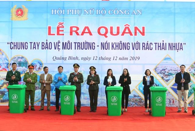 Phụ nữ Bộ Công an 'Chung tay bảo vệ môi trường, nói không với rác thải nhựa'