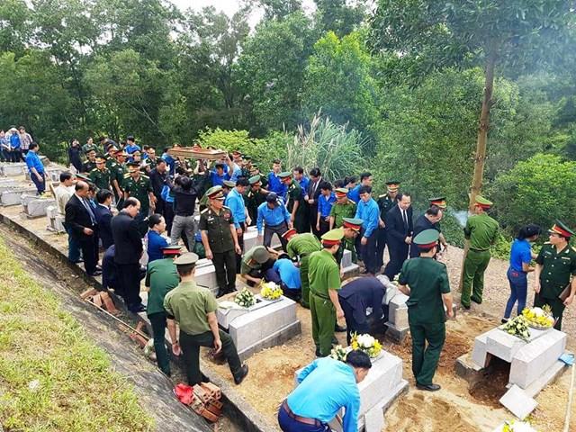 Đưa 12 hài cốt liệt sỹ hy sinh tại Lào về đất mẹ