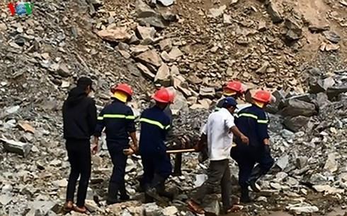 Sạt lở tại mỏ đá ở TP Đà Nẵng, một lái xe tử vong - 1