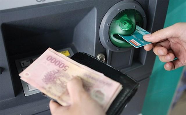 Bộ Công Thương đề nghị báo cáo về việc tăng phí rút tiền