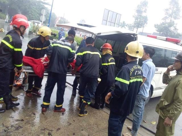 Bình Dương: Giải cứu hàng chục người mắc kẹt trong xe khách gặp tai nạn - 1
