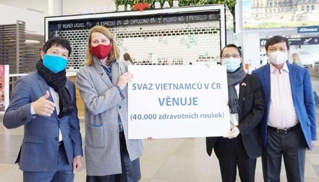 Tấm lòng người Việt - 1