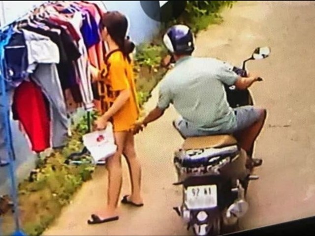 Sẽ xử phạt hành chính người đàn ông 'sàm sỡ' cô gái