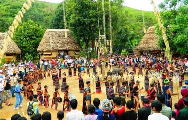 Bảo tồn văn hóa trong phát triển du lịch miền núi