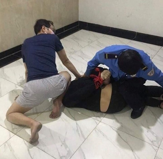 Cảnh sát bắt quả tang đối tượng mang ma túy vào chung cư