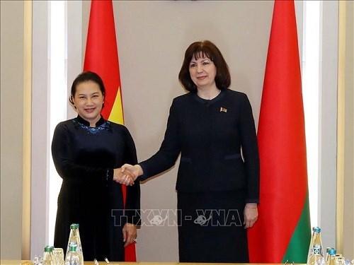 Chủ tịch Quốc hội hội đàm với lãnh đạo Thượng viện, Hạ viện Belarus