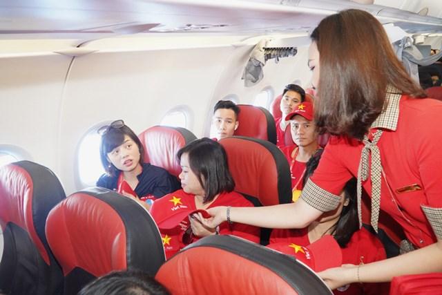 """Tàu bay Vietjet bắt đầu Hành trình """"Tôi yêu Tổ quốc tôi"""" - 5"""
