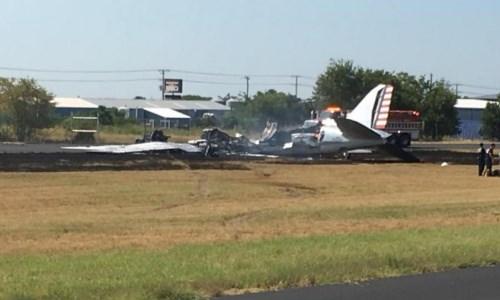 Máy bay quân sự Mỹ lao xuống đất cháy rụi
