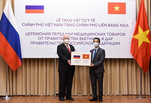 Trao tặng vật tư y tế cho Liên bang Nga phòng, chống dịch Covid-19
