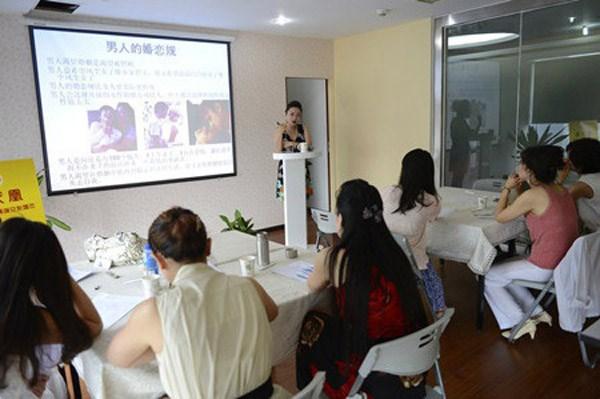 Trường đào tạo giúp phụ nữ 'cưa đổ' đại gia