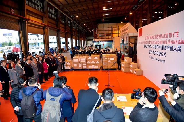Việt Nam tặng trang thiết bị, vật tư y tế cho Đảng, Chính phủ và nhân dân Trung Quốc