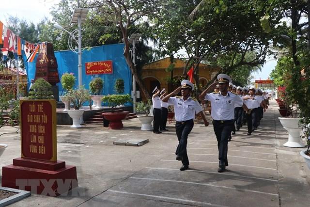 Linh thiêng lễ chào cờ sáng mùng 1 Tết tại quần đảo Trường Sa - 2