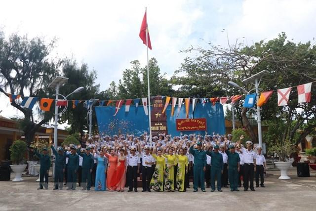 Linh thiêng lễ chào cờ sáng mùng 1 Tết tại quần đảo Trường Sa - 4