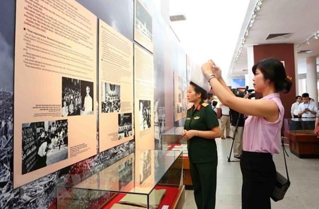 Khai mạc triển lãm Hồ Chủ tịch với phong trào Thi đua yêu nước - 1