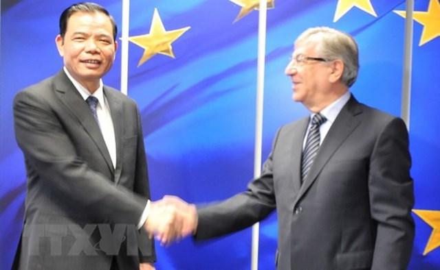 Bộ trưởng Nông nghiệp làm việc với EU, kêu gọi gỡ bỏ