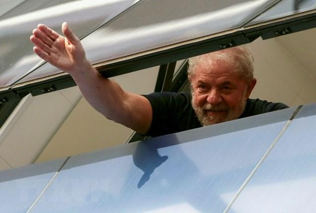 Cựu Tổng thống Brazil Lula da Silva tới nhà tù thụ án 12 năm
