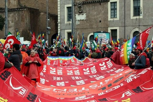 20.000 người dân Italy tuần hành chống tư tưởng phátxít mới - 1