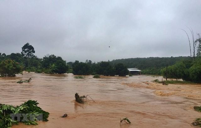 Thời tiết nguy hiểm xảy ra tại nhiều khu vực trên cả nước
