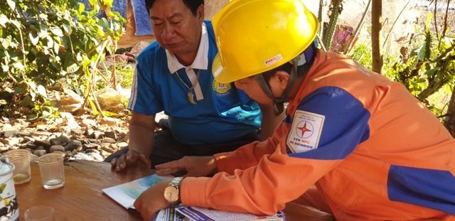 Điện Biên: Gần 200 hộ dân xã Nậm Chua đón điện trước Tết Canh Tý 2020 - 2