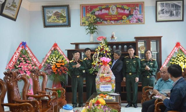 BẢN TIN MẶT TRẬN: MTTQ tỉnh Gia Lai thăm, chúc mừng nhân Ngày thành lập Quân đội Nhân dân Việt Nam