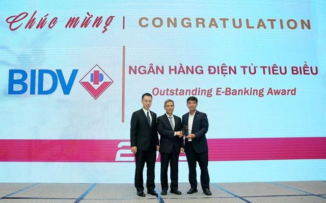BIDV nhận cú đúp Giải thưởng Ngân hàng Việt Nam tiêu biểu - 1