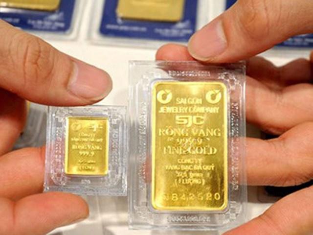 Giá vàng SJC và thế giới giảm nhẹ, vàng Rồng Thăng Long không đổi