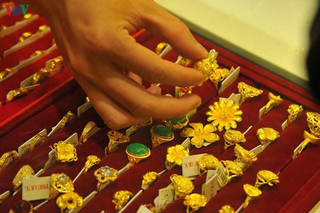 Giá vàng SJC tăng dần lên ngưỡng 49 triệu đồng/lượng