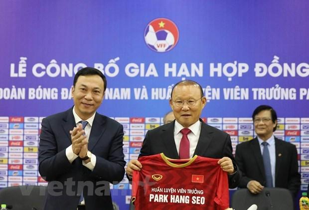 HLV Park Hang-seo cảm ơn bầu Đức trong ngày gia hạn hợp đồng - 1