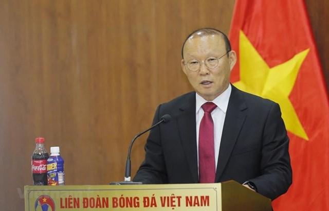HLV Park Hang-seo cảm ơn bầu Đức trong ngày gia hạn hợp đồng