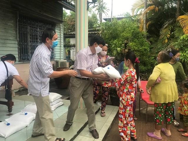 Những món quà nghĩa tình Kiên Giang gửi tới người Campuchia gốc Việt - 1