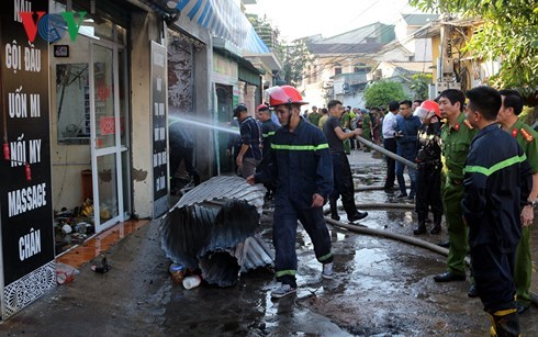 Trời nắng nóng, 'bà hỏa' thiêu rụi ki ốt tại chợ trung tâm TP Vinh