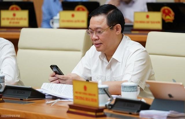 CHÙM ẢNH: Các thành viên dự họp Chính phủ nhắn tin ủng hộ người nghèo - 2