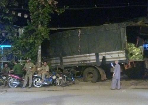Ôtô tải tông sập tường ngôi chùa ở TP Hồ Chí Minh - 1
