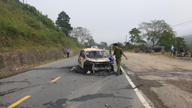 Quảng Nam: Xe ô tô nghi phát nổ khiến 2 người tử vong - 1