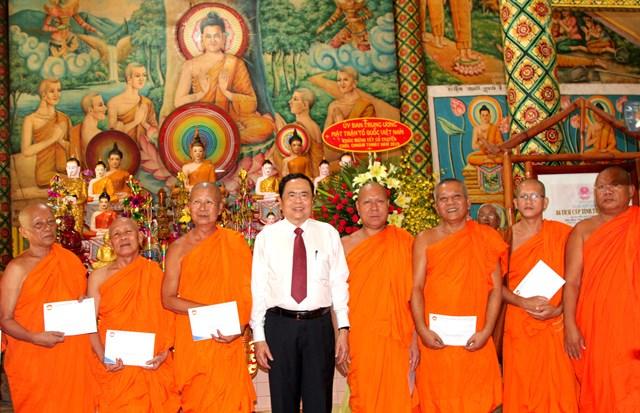 Lựa chọn những cá nhân người Khmer tiêu biểu tham gia Mặt trận các cấp - 6
