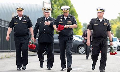 Nga an táng 14 thủy thủ thiệt mạng trong vụ cháy tàu ngầm - 1
