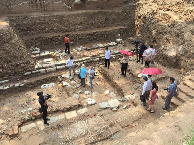 Xuất lộ nhiều dấu tích kiến trúc Chính điện Kính Thiên