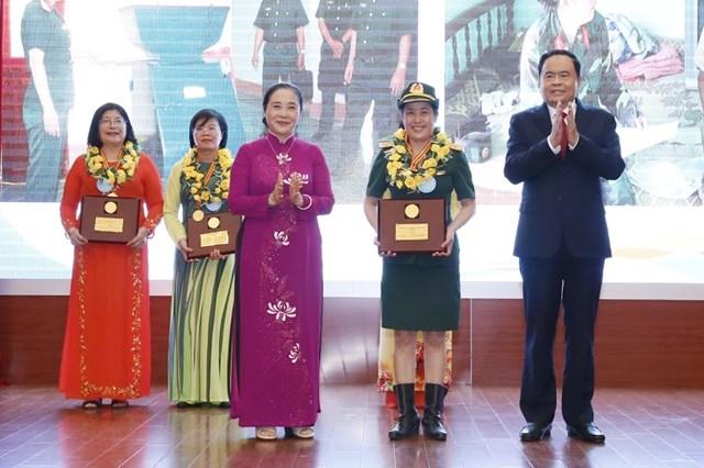 Tôn vinh tài năng, trí tuệ phụ nữ Việt Nam - 6