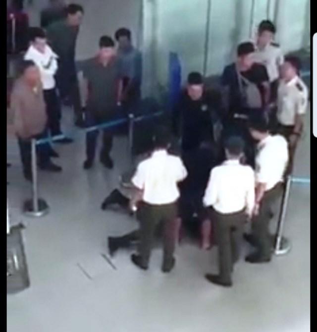 Nữ nhân viên Vietjet Air bị 3 người tấn công ở CHK Thọ Xuân - 1