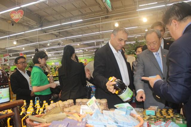 Bộ trưởng Thương mại Thái Lan đến Big C tìm hiểu sản phẩm Việt - 2