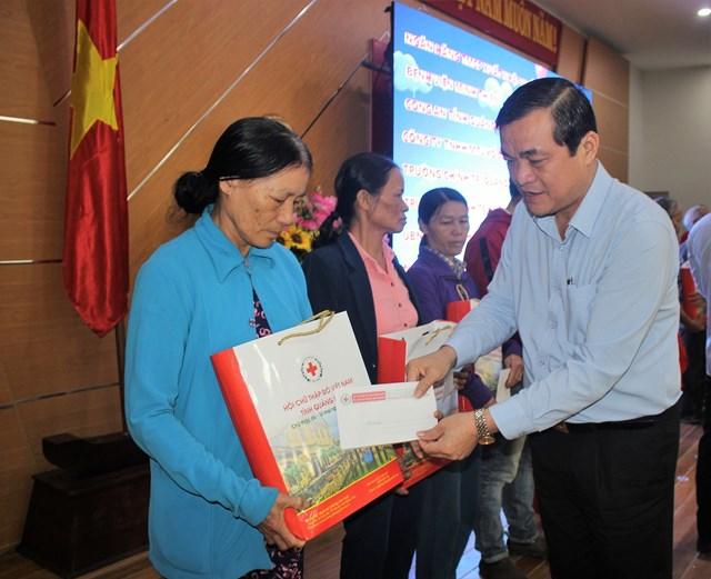 Phát động và trao quà 'Tết vì người nghèo và nạn nhân chất độc da cam' tại Quảng Nam - 1