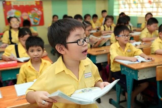 Hỗ trợ học phí học sinh tiểu học: Nhân văn nhưng cần cẩn trọng